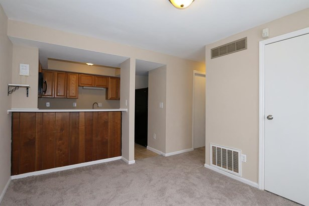 5565 Hummock Rd , Trotwood, OH - USA (photo 5)