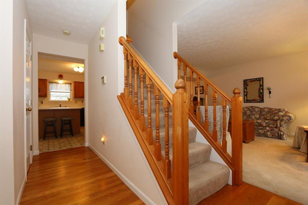 6096 Olde Gate Ct , Day Heights, OH - USA (photo 3)