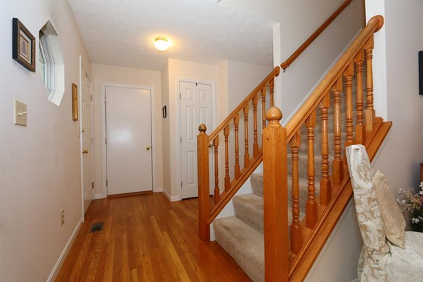 6096 Olde Gate Ct , Day Heights, OH - USA (photo 4)