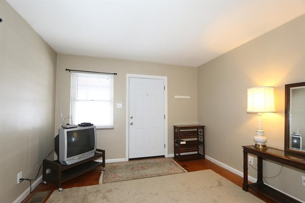 1610 Marilyn Ln , North College Hill, OH - USA (photo 3)