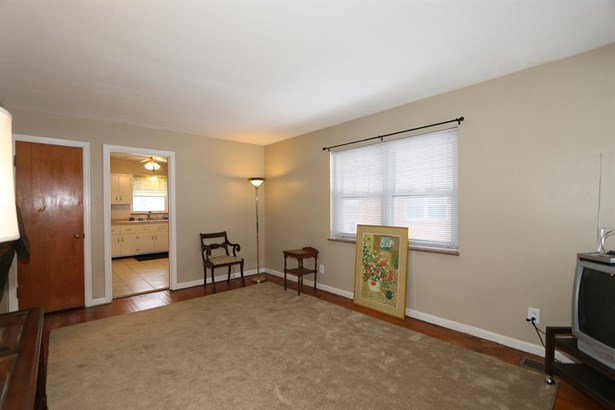 1610 Marilyn Ln , North College Hill, OH - USA (photo 4)