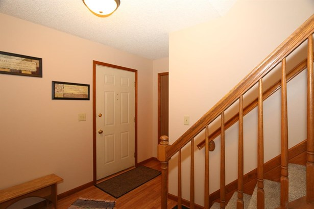5785 Mt Vernon Dr , Day Heights, OH - USA (photo 2)