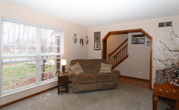 5785 Mt Vernon Dr , Day Heights, OH - USA (photo 4)