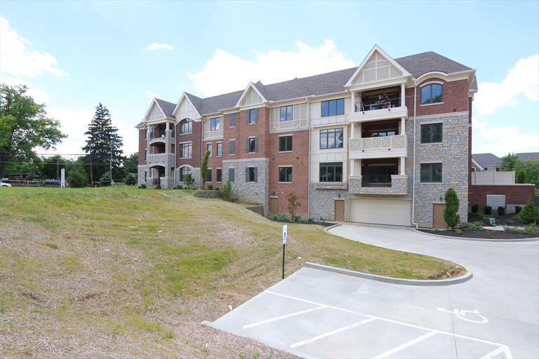 9506 Park Manor, 302 302, Blue Ash, OH - USA (photo 2)