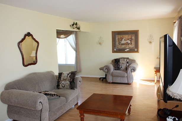 2 Stories, Traditional - STREAMWOOD, IL (photo 4)