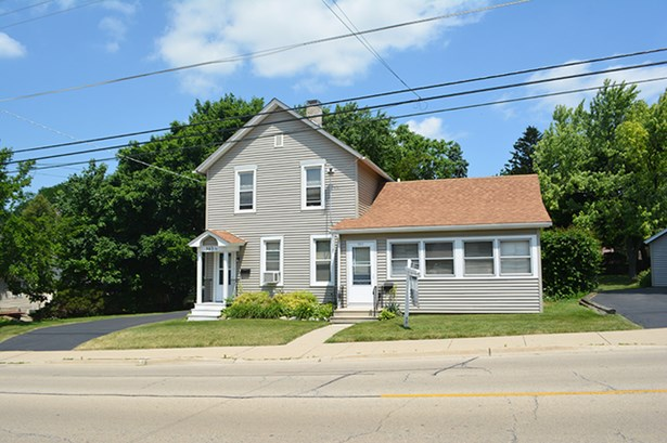 2 Flat, Traditional - EAST DUNDEE, IL (photo 1)