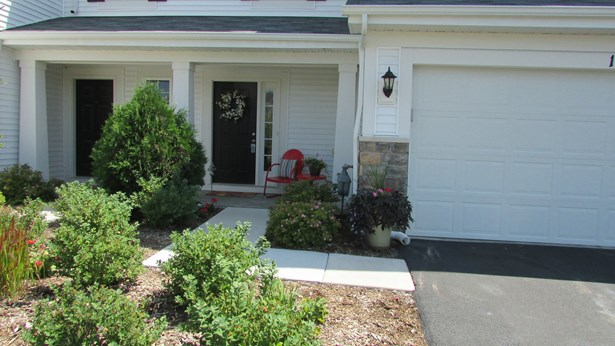 Townhouse-2 Story - PINGREE GROVE, IL (photo 2)