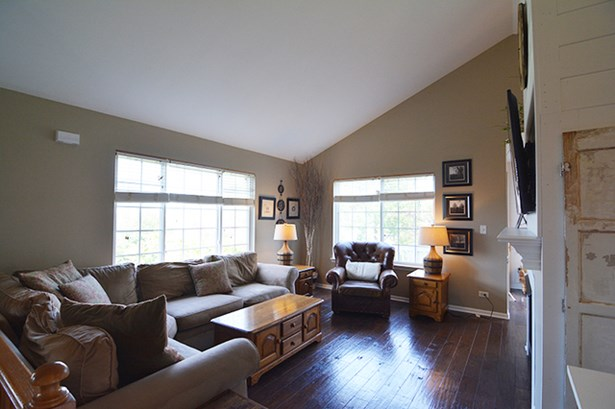 Condo - ELGIN, IL (photo 4)