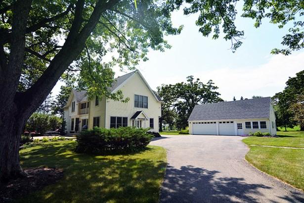 3 Stories, Farmhouse - ELGIN, IL (photo 1)