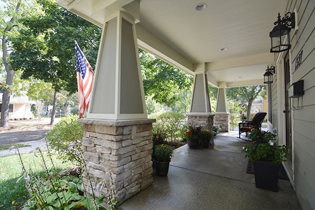 2 Stories, Contemporary - ST. CHARLES, IL (photo 3)