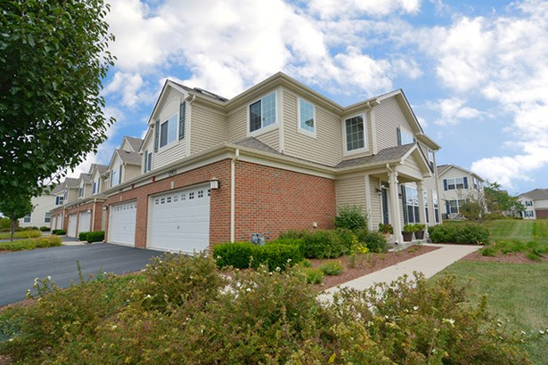 Townhouse-2 Story - HUNTLEY, IL (photo 1)