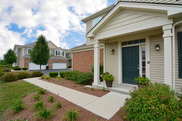 Townhouse-2 Story - HUNTLEY, IL (photo 3)