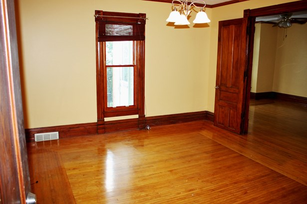 2 Flat, Traditional - ELGIN, IL (photo 2)