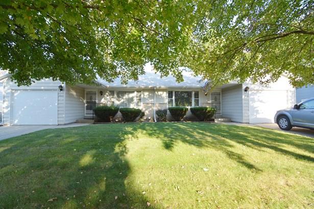 Ranch, Duplex Side By Side - ELGIN, IL (photo 1)
