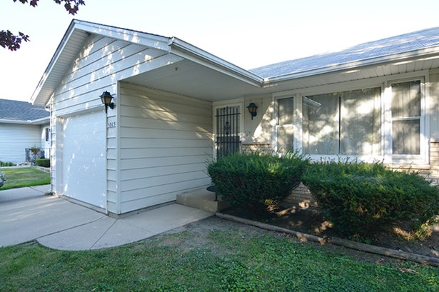 Ranch, Duplex Side By Side - ELGIN, IL (photo 2)