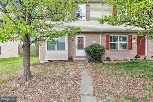 Traditional, End Of Row/Townhouse - STEPHENS CITY, VA