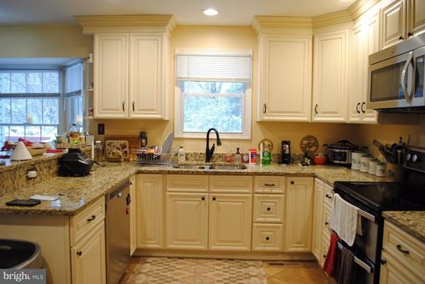 Single Family Residence, Colonial - MIDLAND, VA (photo 3)