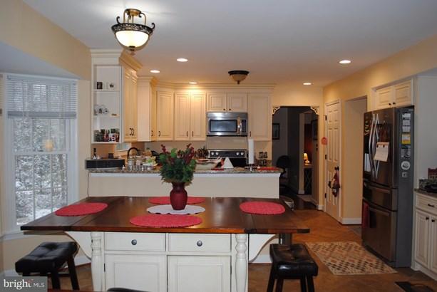 Single Family Residence, Colonial - MIDLAND, VA (photo 4)