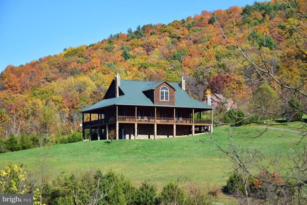Single Family Residence, Traditional - BENTONVILLE, VA (photo 2)