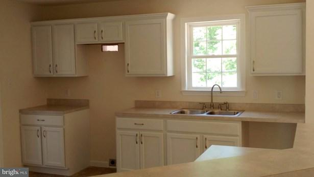 Rancher, Single Family Residence - FRONT ROYAL, VA (photo 4)