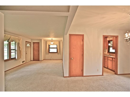 8496 Grospoint Avenue S, Cottage Grove, MN - USA (photo 3)