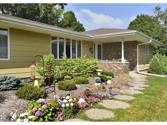 1085 Wellington Crescent, Faribault, MN - USA (photo 1)