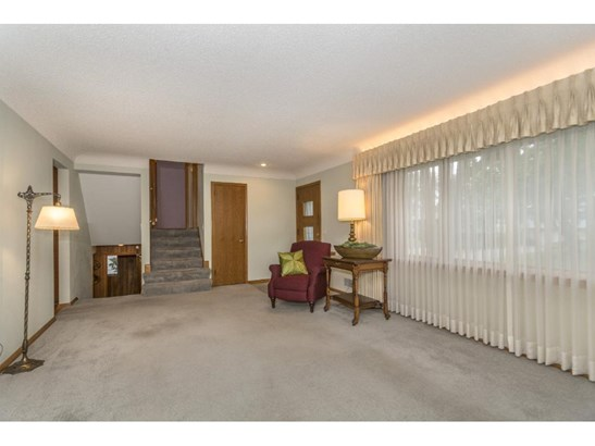1260 Lincoln Terrace, Columbia Heights, MN - USA (photo 3)