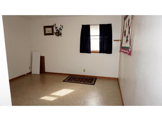 389 Rose Avenue E, Eden Valley, MN - USA (photo 5)