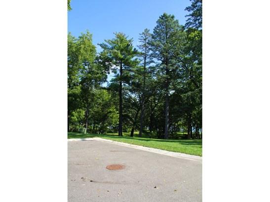 3066 Hamline Avenue N, Roseville, MN - USA (photo 3)