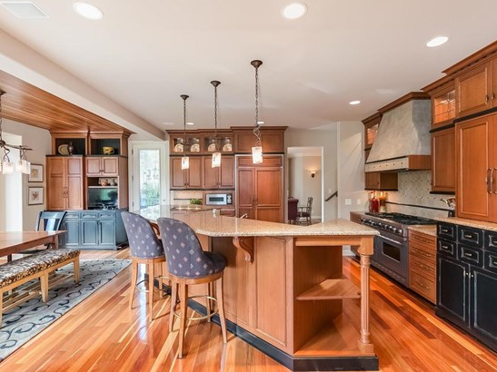 2419 Emerald Trail, Minnetonka, MN - USA (photo 3)
