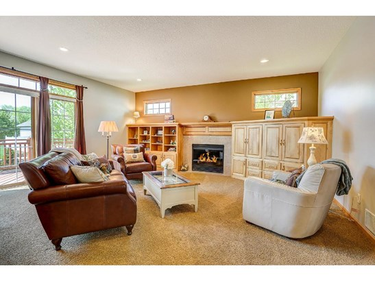 1292 Woodcrest Avenue, Shoreview, MN - USA (photo 5)