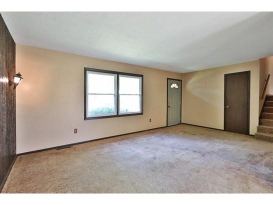 6883 6th Street N, Oakdale, MN - USA (photo 2)