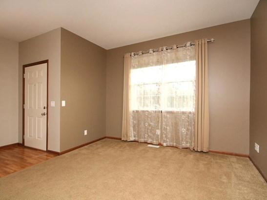 6820 Oakridge Court, Shakopee, MN - USA (photo 5)