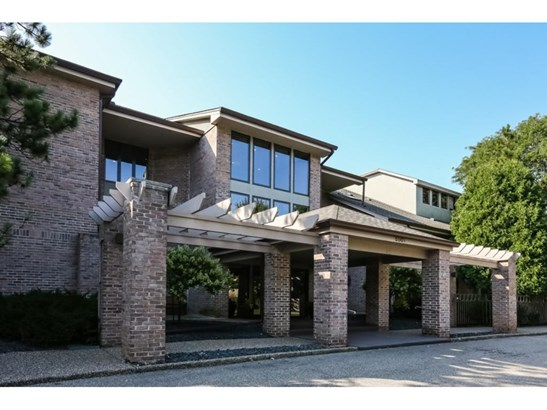 5501 Village Drive #104, Edina, MN - USA (photo 1)