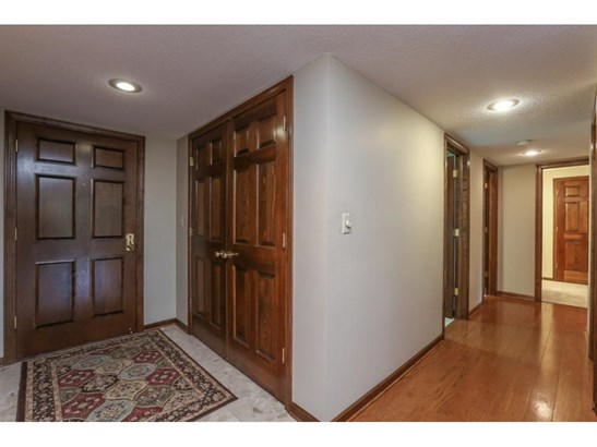 5501 Village Drive #104, Edina, MN - USA (photo 2)