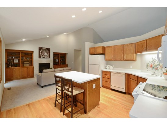 8324 Norman Creek Trail, Bloomington, MN - USA (photo 5)