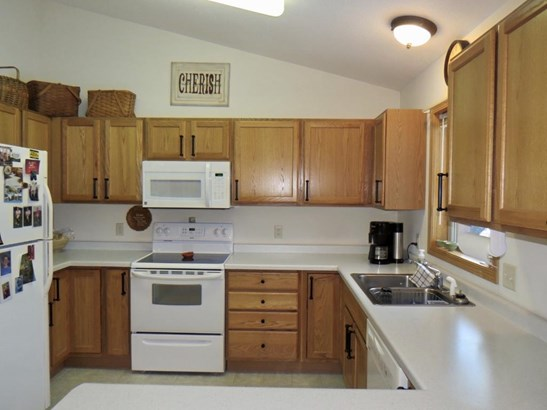 405 Roosevelt Drive, Dresser, WI - USA (photo 5)