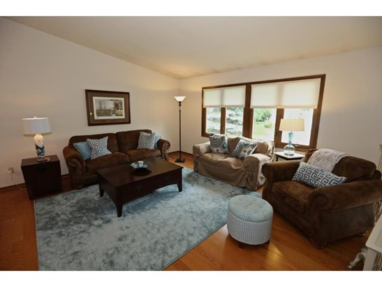 567 Springhill Road, Vadnais Heights, MN - USA (photo 2)