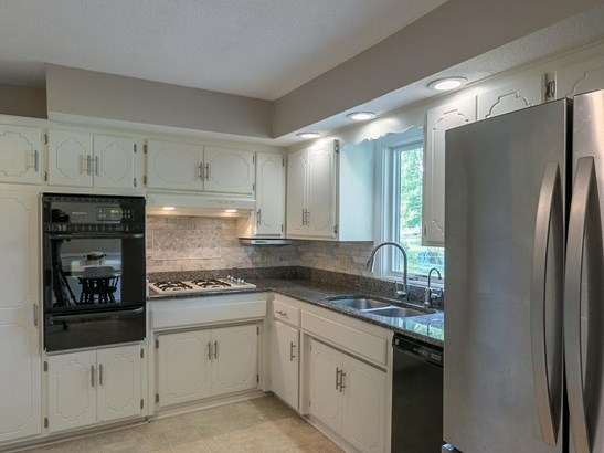 2034 Bluestone Lane, Eagan, MN - USA (photo 5)