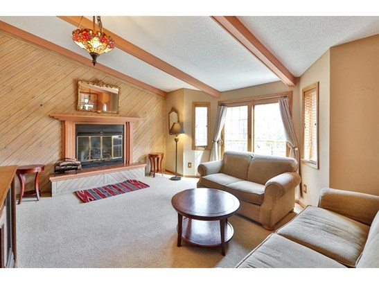 6260 Rolling Hills Drive, Lino Lakes, MN - USA (photo 3)