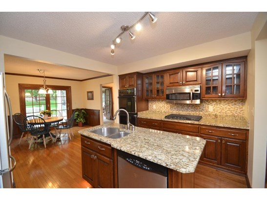 6325 Bailey Trail, Inver Grove Heights, MN - USA (photo 2)