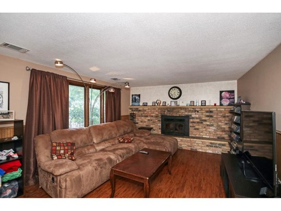 7432 Lee Avenue N, Brooklyn Park, MN - USA (photo 5)
