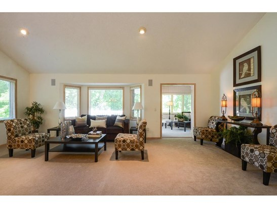 8235 Creekside Circle, Bloomington, MN - USA (photo 2)