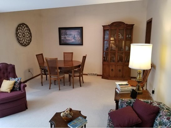 2750 Lakeview Avenue, Roseville, MN - USA (photo 3)