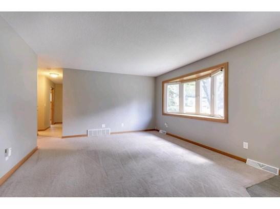10643 Kell Avenue S, Bloomington, MN - USA (photo 5)