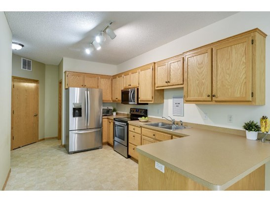 16917 Embers Avenue #1202, Lakeville, MN - USA (photo 4)