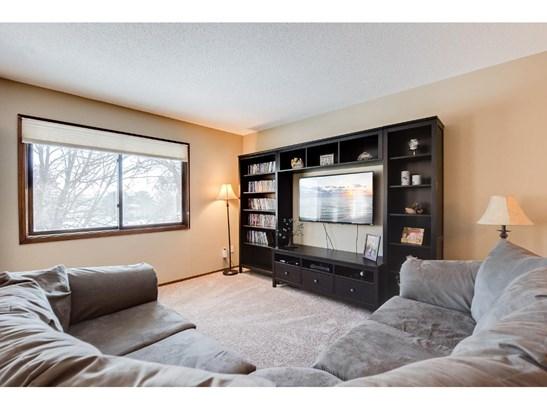3596 Avon Court, Woodbury, MN - USA (photo 2)