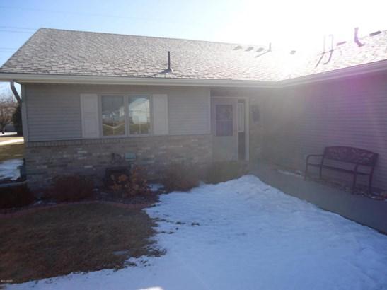 2609 10th Street Sw, Willmar, MN - USA (photo 1)