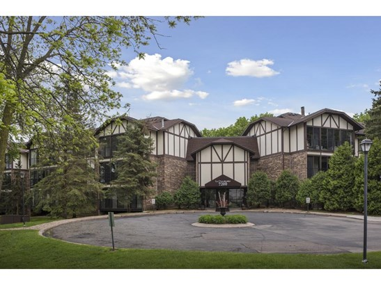 7200 Cahill Road #304, Edina, MN - USA (photo 1)