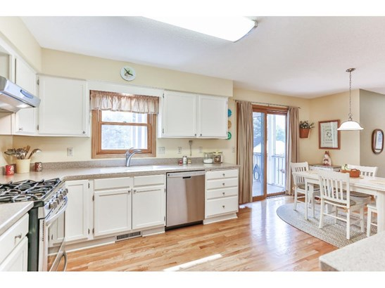5905 Red Pine Boulevard, White Bear Lake, MN - USA (photo 5)